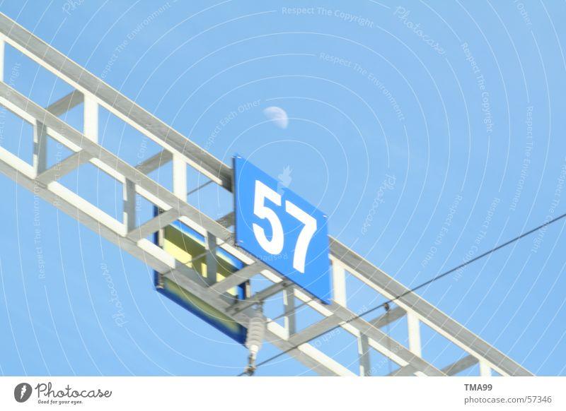 57 mit Mond Ferien & Urlaub & Reisen Eisenbahn Schweiz Tunnel Verkehrswege Blauer Himmel