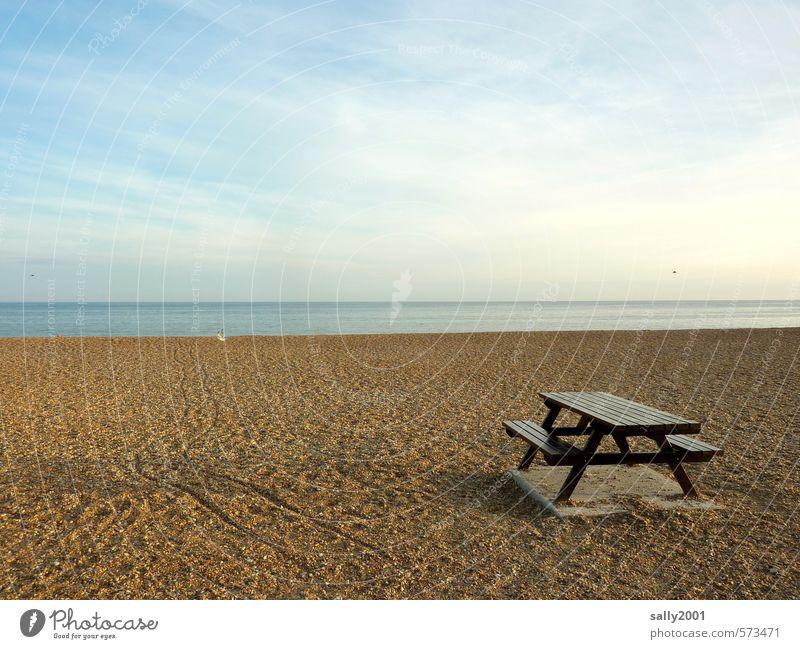 Picknick am Strand? Erholung ruhig Meditation Ferien & Urlaub & Reisen Ausflug Freiheit Sommer Meer Tisch Landschaft Himmel Sonnenlicht Herbst Schönes Wetter