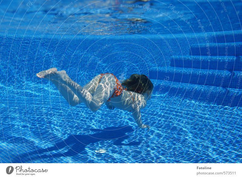 Merkt man, dass mir der Sommer fehlt? Mensch Kind Ferien & Urlaub & Reisen Wasser Sommer Mädchen feminin Haare & Frisuren Kopf Beine hell Fuß Körper Treppe Haut Kindheit