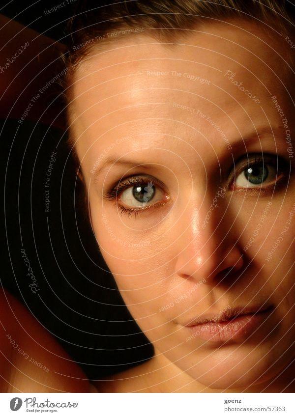 einfach anders Frau Natur Gesicht schwarz Auge dunkel Haare & Frisuren Mund Nase ernst