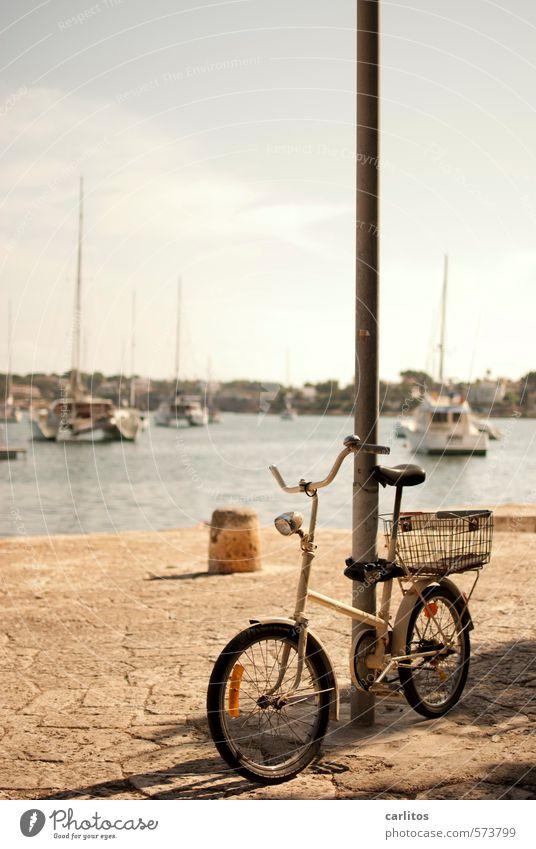 Öko-Harley Himmel Wasser Sommer Meer Schwimmen & Baden Wasserfahrzeug Fahrrad Schönes Wetter geschlossen Hafen Straßenbeleuchtung Mallorca mediterran Anlegestelle Strommast Pflastersteine