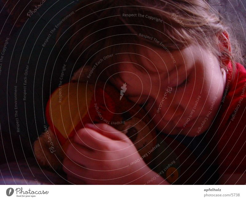 ... traumhaft geborgen Kind Mädchen schlafen Zufriedenheit Teddybär Mensch heile welt