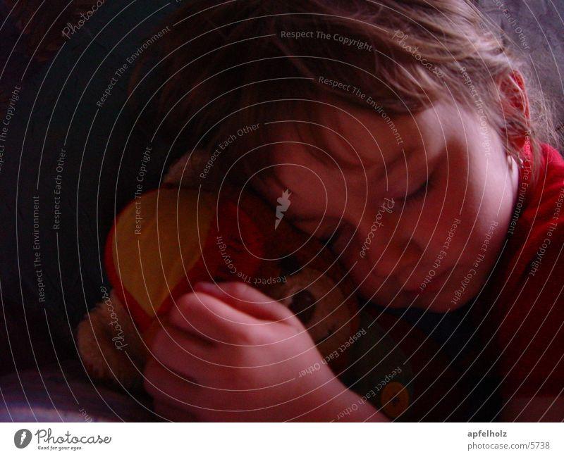 ... traumhaft geborgen Mensch Kind Mädchen Zufriedenheit schlafen Stofftiere Teddybär
