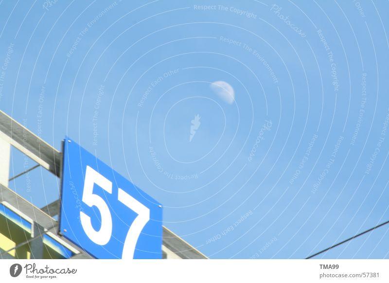 57 mit Mond -3- Himmel blau Eisenbahn Blauer Himmel Autoverladung