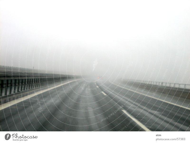 lost Ferien & Urlaub & Reisen Ferne Straße Bewegung grau Regen Nebel Streifen fahren Spuren Autobahn Glätte Nieselregen