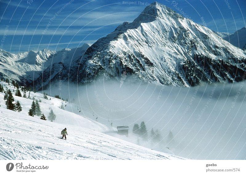 soulboarding01 Winter Sport Rider Alpen Schnee Berge u. Gebirge Schneebedeckte Gipfel abwärts Snowboarder Snowboarding Skilift Skipiste Nebel Talfahrt