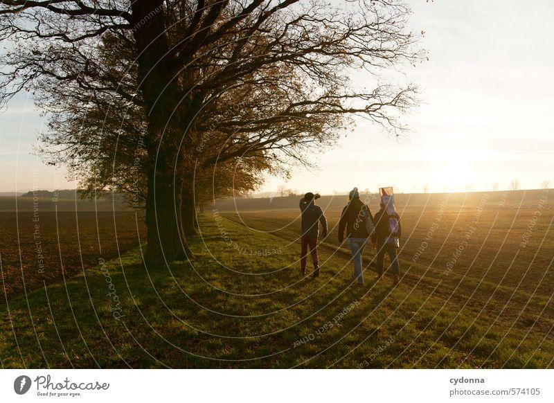 Abendlichtrunde Leben Wohlgefühl wandern Mensch Freundschaft 3 Menschengruppe 18-30 Jahre Jugendliche Erwachsene Umwelt Natur Landschaft Sonnenaufgang