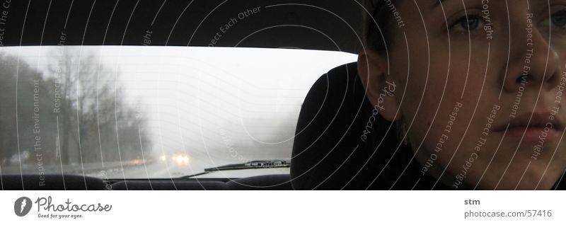 lost 2 Autobahn fahren Frau Stimmung Trauer Nebel grau Langeweile Gesicht Traurigkeit Regen sitz fenster
