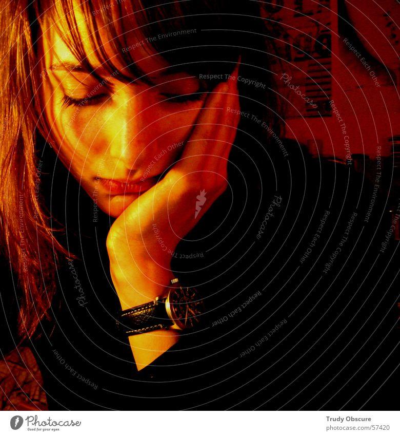 lonesome...II Mensch Frau feminin Augenbraue Hand Lippen Porträt Uhr Finger gelb rot braun Licht dunkel Gesicht Arme Nase Mund Haare & Frisuren Schatten