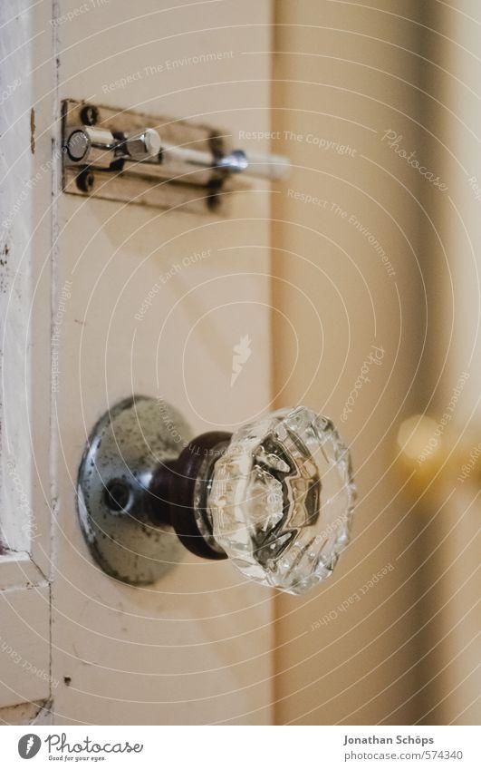 Türknauf deluxe ästhetisch Türschloss rund Kristallstrukturen Glas edel alt Stil Lampenlicht schließen aufmachen Grenze Sicherheit Privatsphäre Englisch