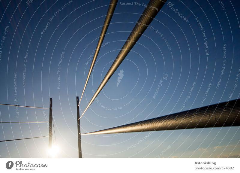 Kabel Natur Himmel Wolkenloser Himmel Sonne Sonnenlicht Wetter Schönes Wetter Brücke Metall Stahl dünn hoch lang blau schwarz Linie Perspektive