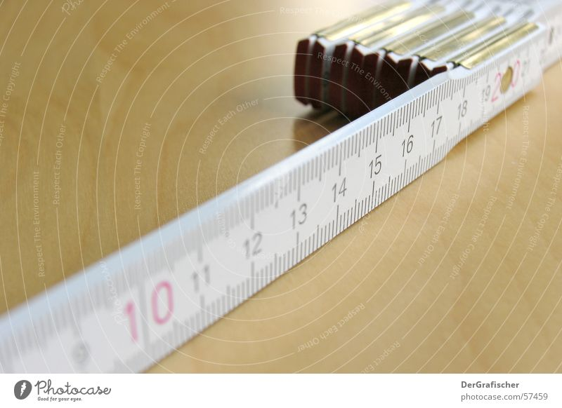 soo kurz? Zollstock Genauigkeit Werkzeug Handwerk Meter Zentimeter Länge Linie Lücke Ferne klein Werkstatt Arbeit & Erwerbstätigkeit groß 10 Tiefenschärfe