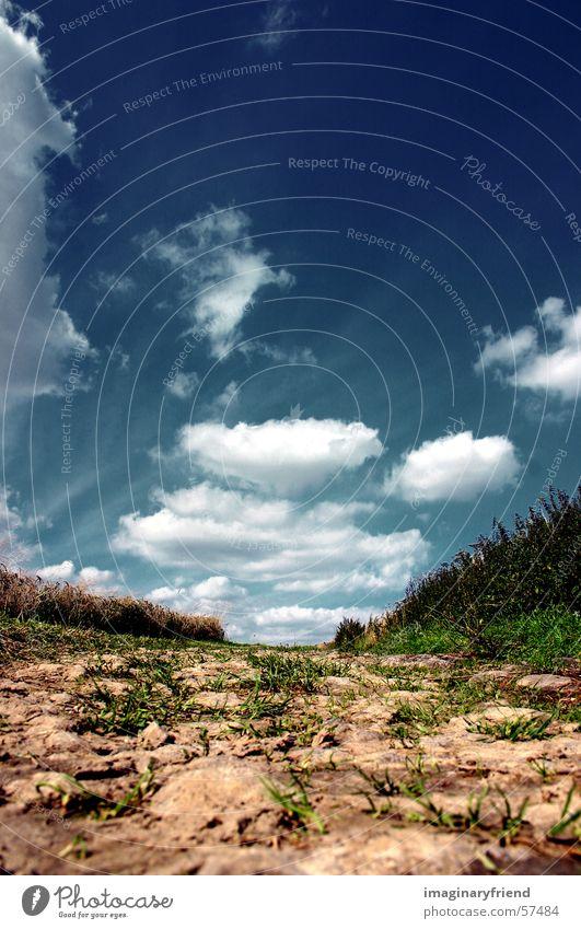 ein weg mit himmel Wolken Länder Feld Landschaft Wege & Pfade Himmel country