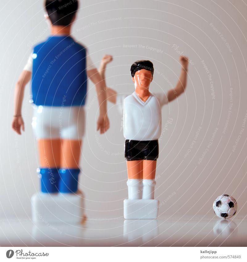 klass(k)iker Sport Ballsport Fußball maskulin Arme Erfolg Fitness Deutschland Italien Spielfigur Spielen Fußballer Illusion sportlich triumphal Freude