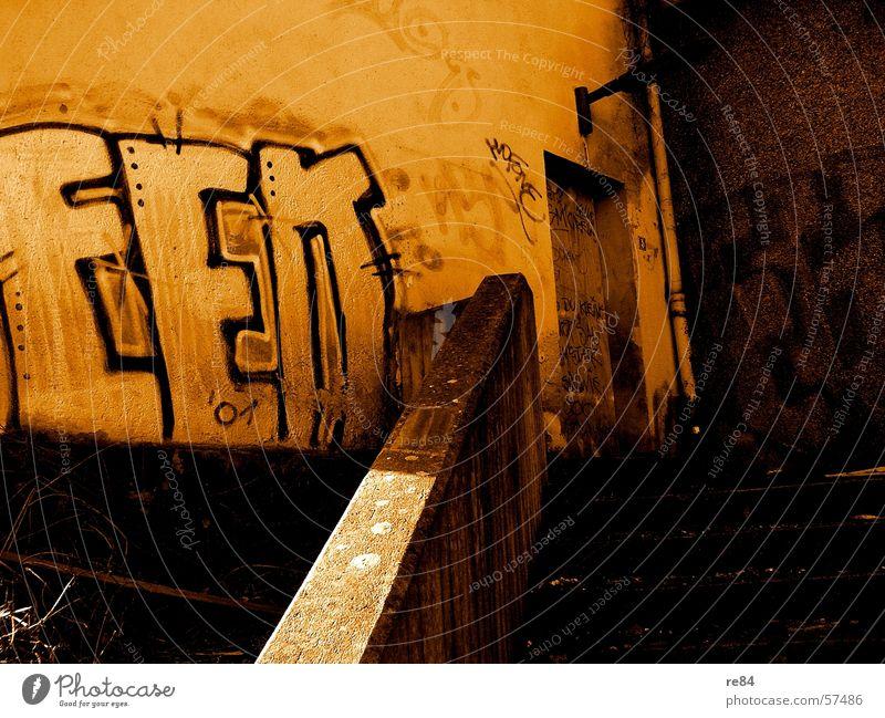 """""""Essen Impress-schen!"""" Stil dreckig Wand Spray Farbdose graphiti grafiti Straße street schäbig alt rubbish"""