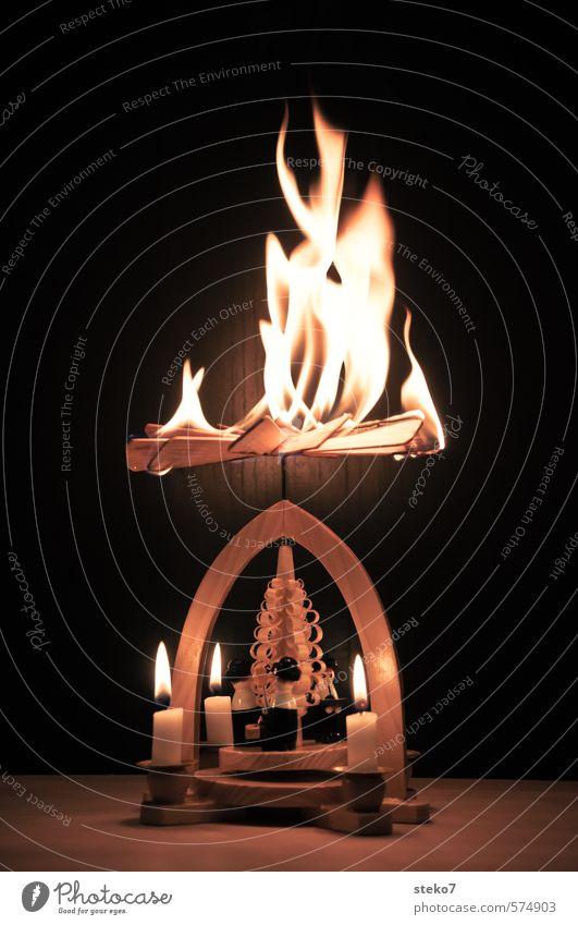 Pyramidenmodell Feuerrad Weihnachten & Advent Kerze Holz heiß braun gefährlich Weihnachtspyramide brennen Flamme Weihnachtsbeleuchtung Ende Unfall Brand
