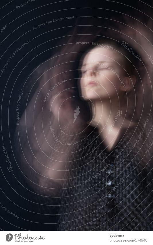 Verwirbelt Mensch Jugendliche schön Erholung Junge Frau ruhig 18-30 Jahre Erwachsene Gesicht Leben Bewegung Gefühle Gesundheit Zeit träumen elegant