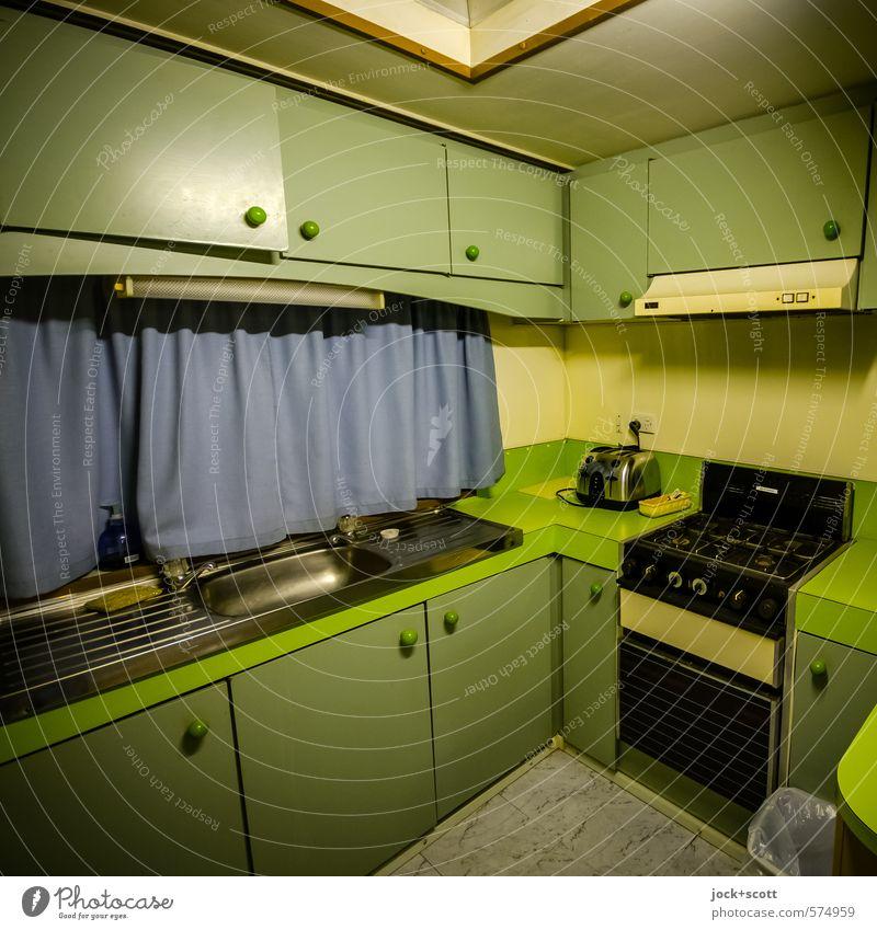 Love`s Kitchen Trailer grün Farbe Ferne Holz Häusliches Leben leuchten Tourismus Ecke einfach Sauberkeit retro Küche Vergangenheit Vorhang Australien
