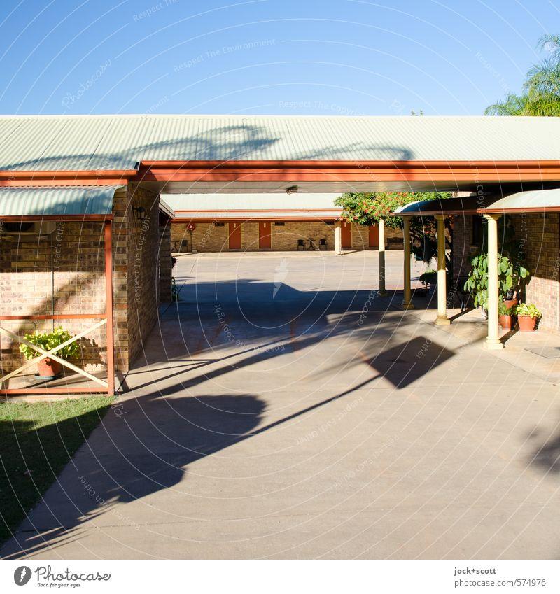 Shadow Inn Stil Tourismus Motel Wolkenloser Himmel Wärme Topfpflanze exotisch Queensland Vordach Verkehrswege Beton authentisch frei Gastfreundschaft