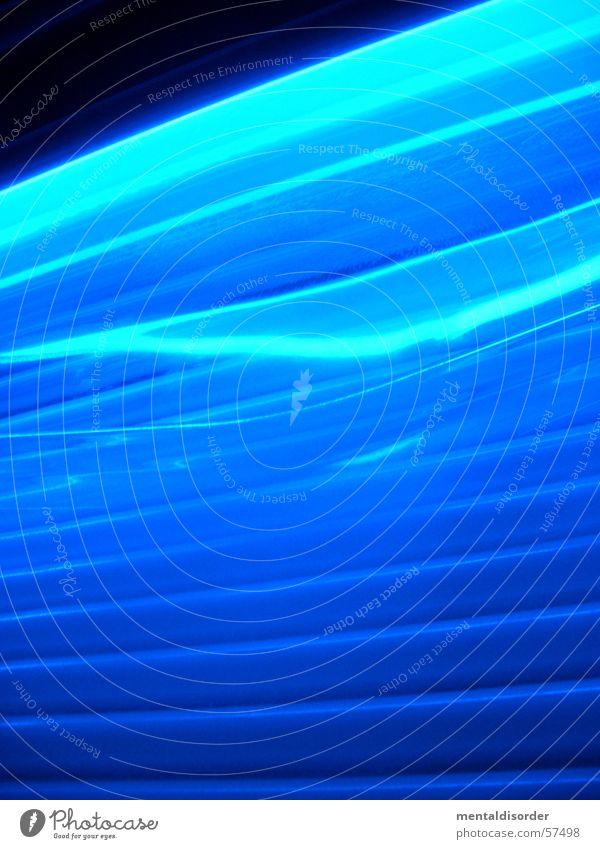 sun vol.2 blau Lampe dunkel hell braun Beleuchtung Kraft Wellen Energiewirtschaft Elektrizität tief Sonnenbad Idee Neonlicht Schalter glühen