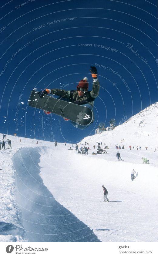 pipe02 Winter Snowboard Halfpipe Sport Berge u. Gebirge Alpen Schnee Schneebrille Bommelmütze Schatten Blauer Himmel Wolkenloser Himmel hoch talentiert