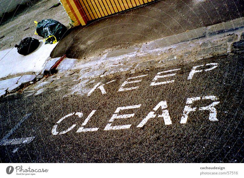 so weit so sauber Straße dreckig Sauberkeit Müll trashig Gegenteil unordentlich Fahrbahnmarkierung ungehorsam