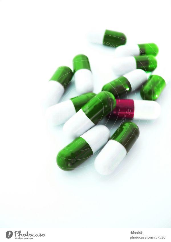 Kleine Helfer ? Rauschmittel Medikament grün hell Detailaufnahme Makroaufnahme Tablette