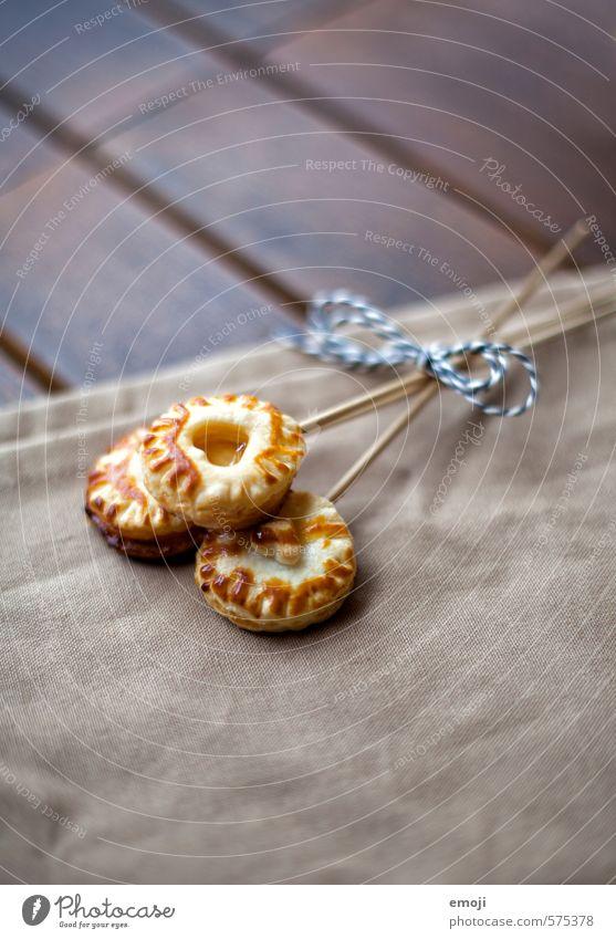 honey-pie-lolli Dessert Süßwaren Lollipop Ernährung Picknick Fingerfood lecker süß Blätterteig Farbfoto Innenaufnahme Menschenleer Textfreiraum unten Tag