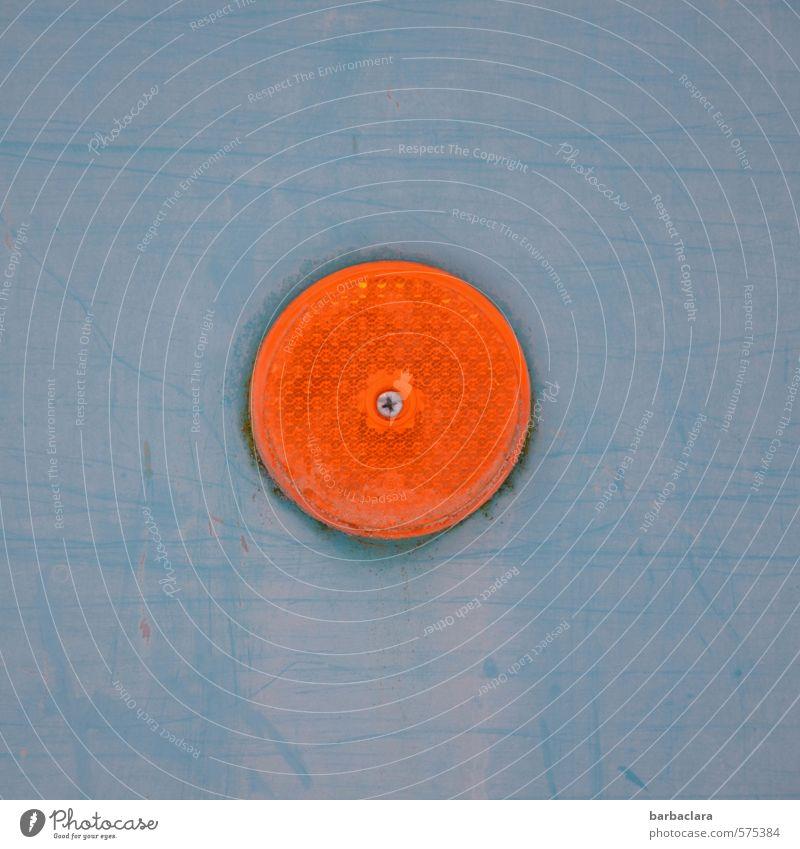 rund | Kreis im Quadrat Fahrzeug Bauwagen Anhänger Licht Reflektor Glas Metall leuchten blau orange Farbe Sicherheit Symmetrie Güterverkehr & Logistik Farbfoto