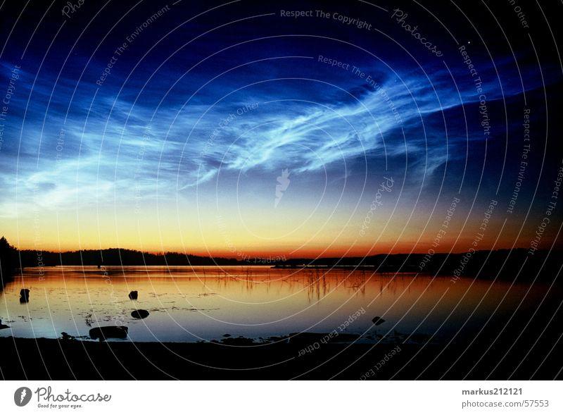 Finnland um Mitternacht See Mitternachtssonne
