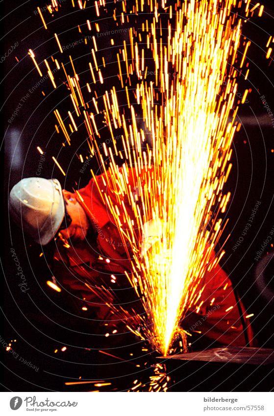 Flexen - 3 Stahlverarbeitung flexen Winkelschleifer rot Helm Arbeit & Erwerbstätigkeit Langzeitbelichtung gelb Schweißen Schutzhelm Berufsleben Industrie