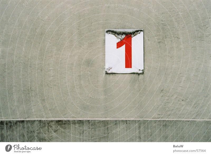 die eins bleibt da rot Wand 1 dreckig Ziffern & Zahlen analog Istanbul Schulhof