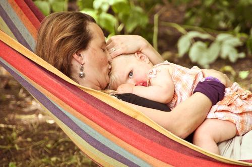 Das Auge der Freiheit aus dem Schoße der Mutter Glück Körperpflege Gesundheit Wohlgefühl Häusliches Leben Muttertag Kindererziehung Mensch feminin Baby