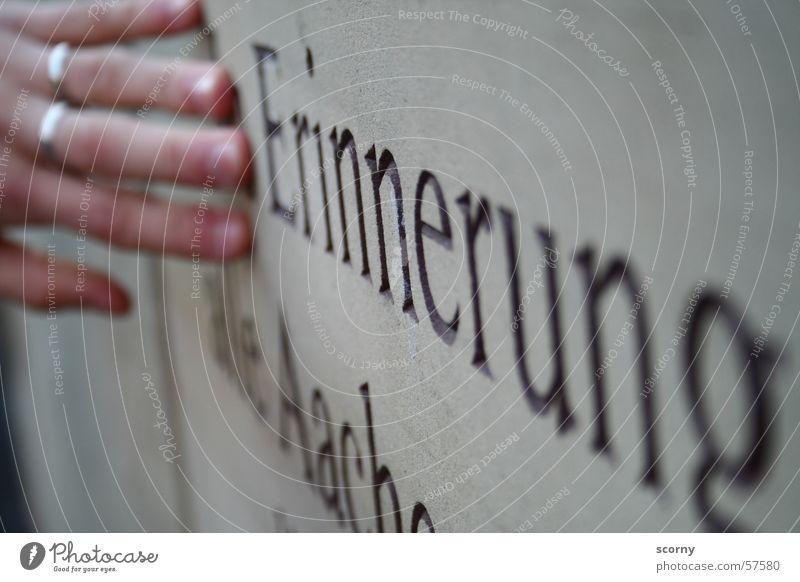 Erinnerung... Hand Stein Kreis Erinnerung Aufschrift Aachen