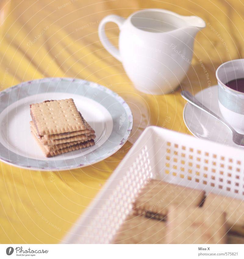 Kalter Hund Lebensmittel Teigwaren Backwaren Kuchen Schokolade Ernährung Kaffeetrinken Getränk Heißgetränk Kakao Geschirr Teller Tasse lecker retro süß