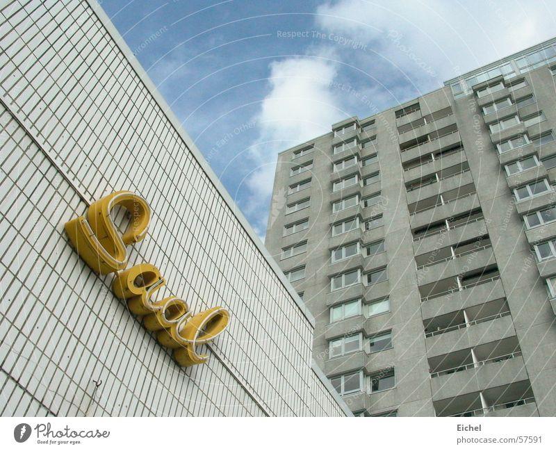 Saal war mal Tanzlokal Lokal Gebäude geschlossen leer Leuchtreklame Bremerhaven Hochhaus Wolken Himmel