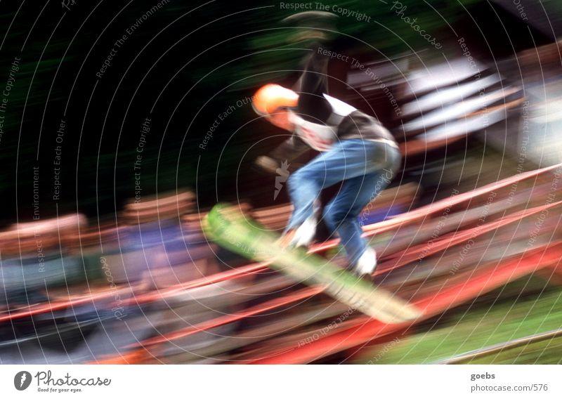 summerair01 Snowboard Sport Schanze Sportveranstaltung fliegen springen Körperhaltung Bewegungsunschärfe Geschwindigkeit abwärts Farbfoto Snowboarder