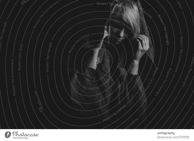 white in black V Mensch Frau Jugendliche schön Einsamkeit Junge Frau 18-30 Jahre Erwachsene Leben Traurigkeit Gefühle feminin Haare & Frisuren Mode Stimmung