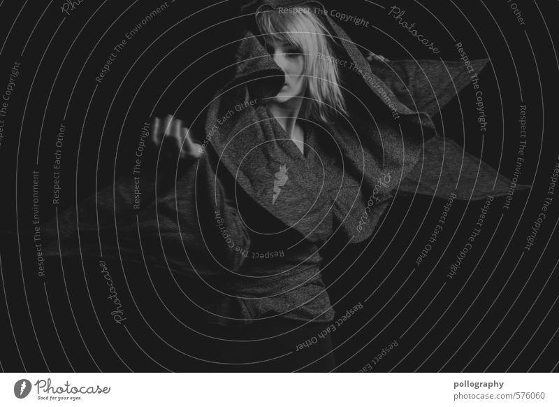 white in black VIII Lifestyle Sport Mensch feminin Junge Frau Jugendliche Erwachsene Leben Körper 1 18-30 Jahre Jacke Haare & Frisuren Gefühle selbstbewußt