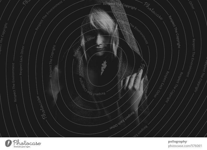 white in black III Mensch Frau Jugendliche schön Einsamkeit Junge Frau ruhig 18-30 Jahre Erwachsene Leben Gefühle feminin Haare & Frisuren Kopf Mode Stimmung