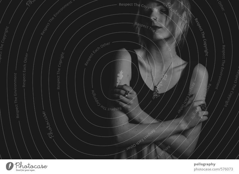 white in black XII schön Körper Mensch feminin Junge Frau Jugendliche Erwachsene Leben 1 18-30 Jahre Kleid Top Schmuck Stimmung authentisch verstört Respekt