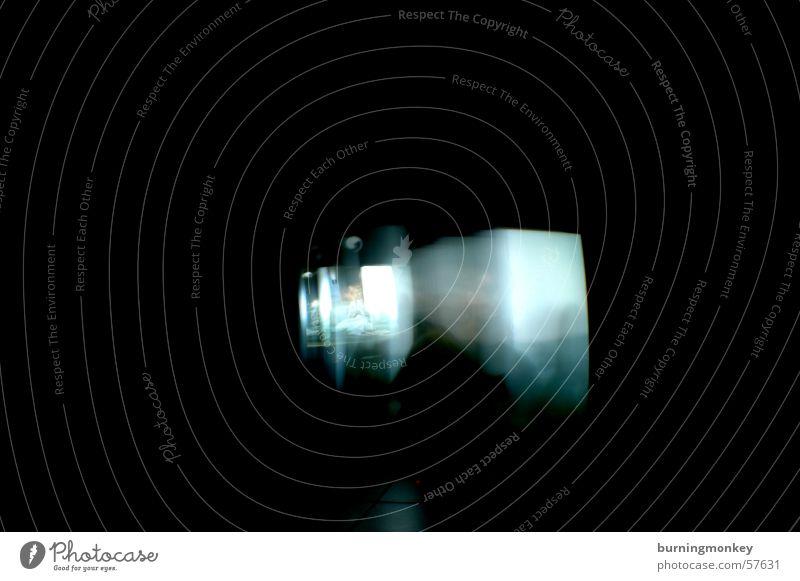 Personen im Licht schwarz dunkel Bewegung Fernsehen Verzerrung