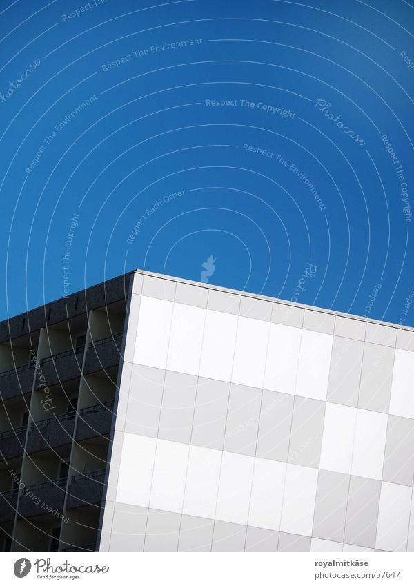 Arthouse Himmel blau weiß Haus grau Gebäude Design Bürogebäude