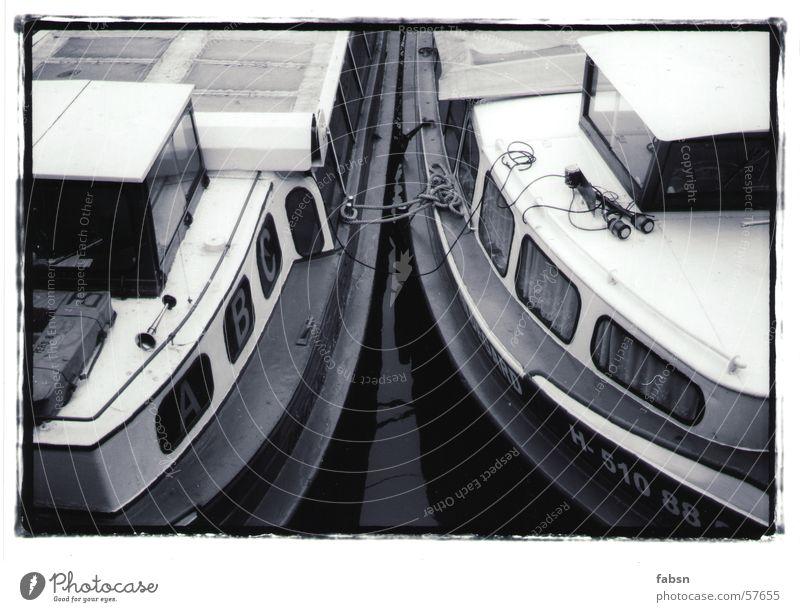 HAMBURGS GESCHWISTER Wasser weiß schwarz Wasserfahrzeug Hamburg Fluss