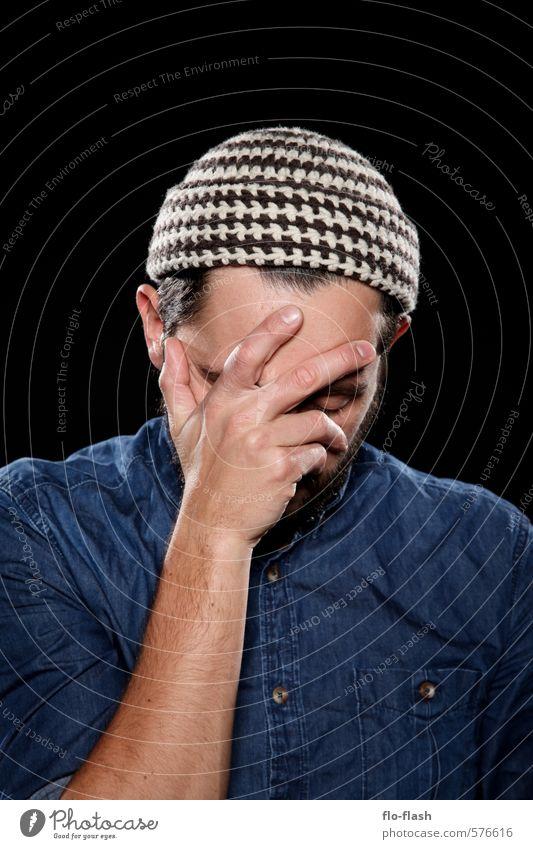 heavy thinking Mensch Jugendliche Mann blau Erholung ruhig schwarz 18-30 Jahre Junger Mann Erwachsene Denken Mode maskulin lernen Studium Bart