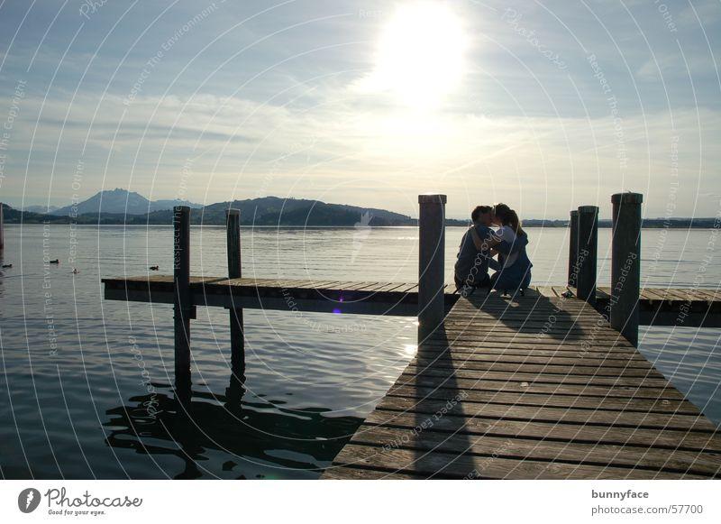 grosse erwartungen? Romantik See Steg Sonnenuntergang Zugersee Abenddämmerung Küssen Partnerschaft Frau Mann Freundschaft Gefühle Küste Wasser Liebe Freude
