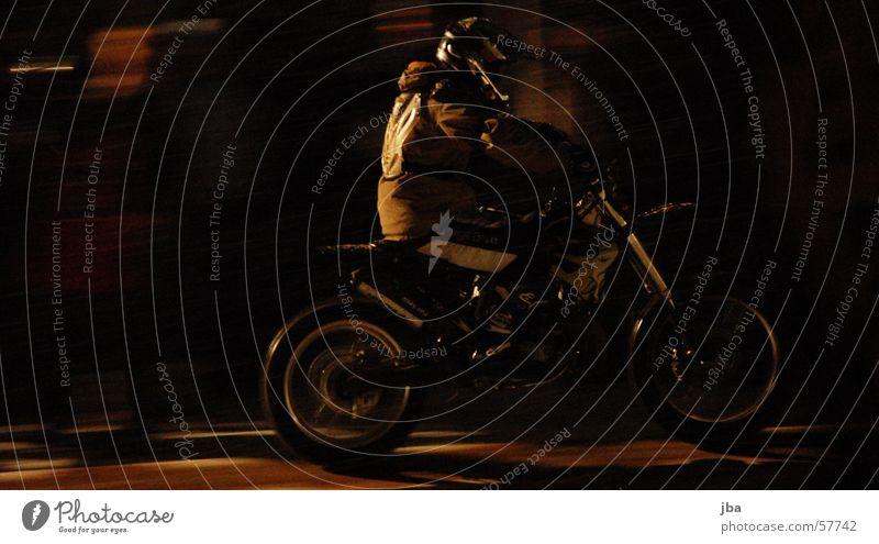 Vollgas 2 springen Fahrrad Geschwindigkeit Rad Motorrad Sitzgelegenheit Freestyle Helm Fahrer anlauf nehmen