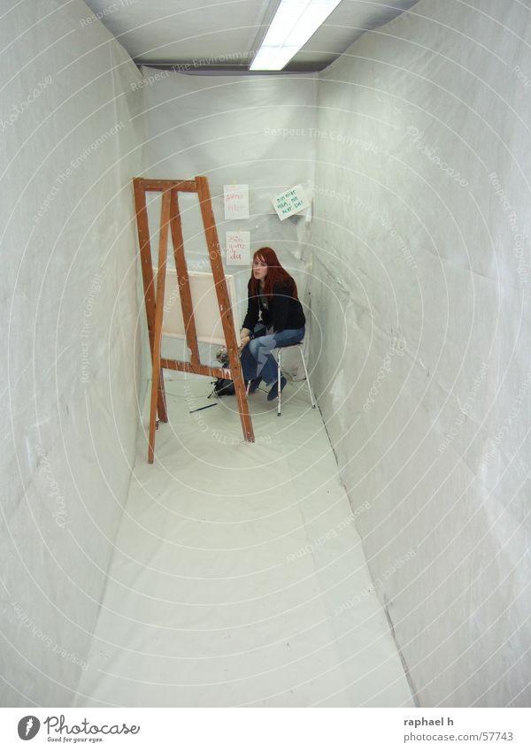 nachdenklich Kunst Gedanke Staffelei Frau Gemälde feminin eng Einsamkeit Raum Bild streichen