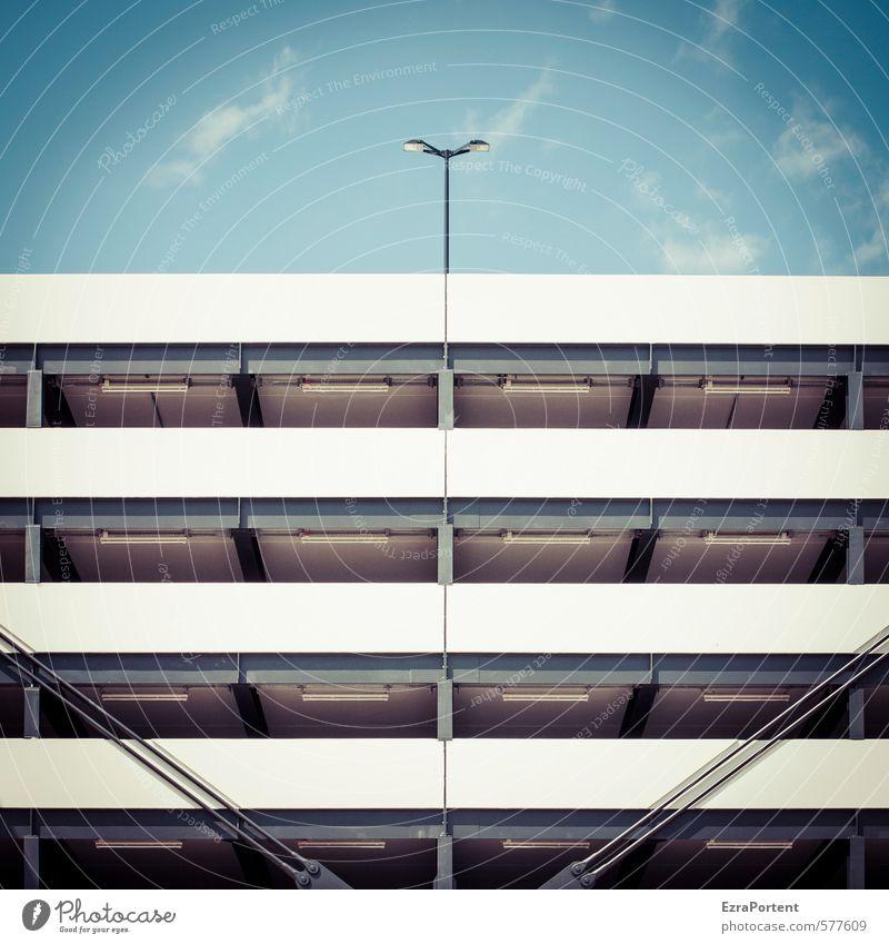 \ | / Himmel Ferien & Urlaub & Reisen Stadt blau weiß Wolken Wand Architektur Beleuchtung Gebäude Mauer grau Lampe Linie Fassade Metall