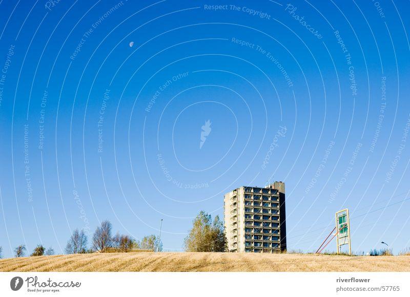 Norwegischer Mond Hochhaus Feld Himmel Landschaft blau Architektur